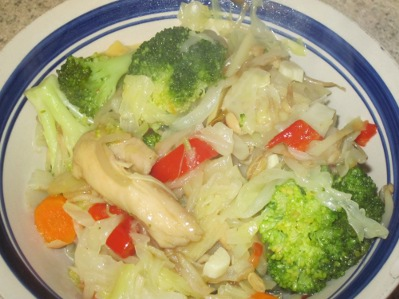 A bowl of gluten free chicken stir fry